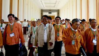 နေပြည်တော် လွှတ်တော်ရုံး တခုအတွင်းက အမတ်များ