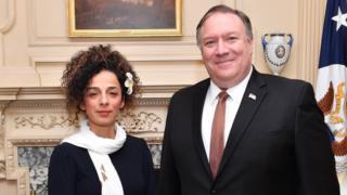 به نظر می رسید این نخستین بار است که یکی از مقامات ارشد دولت دونالد ترامپ به این شکل با یکی از چهره های شناخته شدن مخالف حکومت ایران دیدار می کند