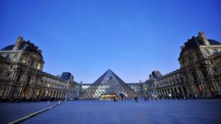 พิพิธภัณฑ์ลูฟวร์ในกรุงปารีส