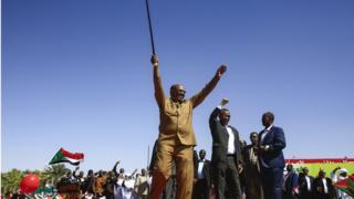 الرئيس البشير في مهرجان خطابي بين أنصاره في الخرطوم