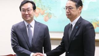 한·일 6자회담 대표인 이도훈 외교부 한반도평화교섭본부장(왼쪽)과 가나스기 겐지 외무성 아시아대양주 국장이 8일 회담을 했다