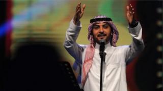Il est reproché à la prévenue d'avoir bondi sur scène pour étreindre Majid al-Mouhandis (en photo), un chanteur irakien très populaire dans le Golfe.