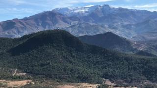"""جابت الكاتبة ليزا فورمان جبال الأطلس الأعلى بالمغرب بحثا عن قرية """"إديهر"""" النائية التي نساها الزمن"""