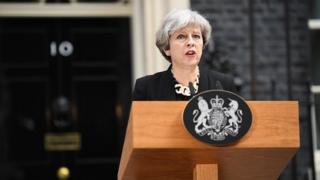 Les législatives se dérouleront jeudi et la campagne reprendra lundi, a annoncé Theresa May.
