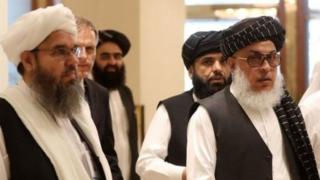 منتقدان خروج نیروهای آمریکایی از افغانستان این کار را تسلیم دربرابر طالبان خواندهاند.