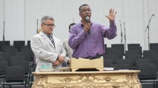 A batalha entre católicos e evangélicos pelo domínio dos Conselhos Tutelares