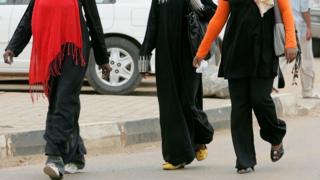 Kwambara impantaro ku bagore muri Sudani biganishwa gukibitwa inkoni 40