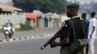 جندي نيجيري يحمل سلاحه في ولاية كادونا