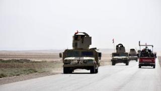 Kerkük ile Havice'yi birbirine bağlayan yolda seyahat eden Irak ordusu araçları