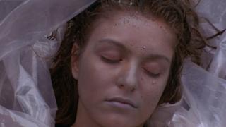 Cadáver de Laura Palmer, fotograma de Twin Peaks