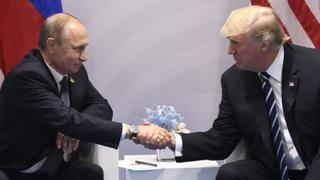 Rais wa Urusi Vladmir Putin na mwenzake wa Marekani Donald Trump