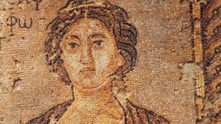 Fragmento de un mosaico que representa a Safo.