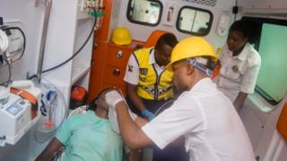 Rescue authorities dey work to save pipo wey trap under di building