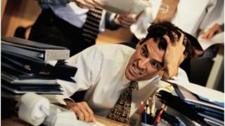 Especialistas dizem que pelo menos uma hora de exercício físico por dia para compensar efeitos nocivos de sedentarismo no trabalho
