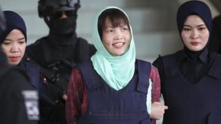 段氏香聽判後在押解下笑著走出沙亞南高等法庭(1/4/2019)