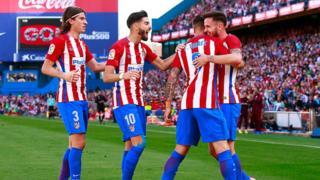 Les joueurs de l'Atlético jubilant lors de leur victoire 1 à 0 sur Eibar en championnat espagnol
