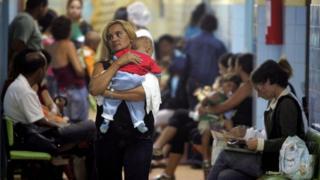 Mãe e filha em hospital infantil de Brasília