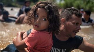 مهاجرون يريدون الوصول إلى الولايات المتحدة