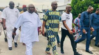 Fayose don free from EFCC cell afta two weeks