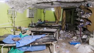 التقرير يقول إن الغارات الجوية دمرت المنشآت الطبية في خان شيخون