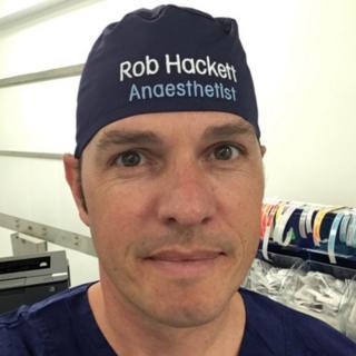 Rob Hackett con su gorro
