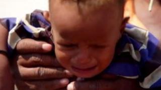 Дитина у таборі внутрішніх переселенців у Ємені