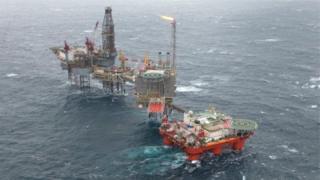 North Sea il rig