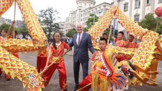 希腊前总理帕潘德里欧访问云南。