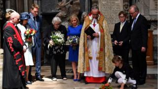 Dean of Westminster, John Hall (3R), accompanied by first wife Jane Hawking (2L) and daughter Lucy Hawking (C), presides over the internment of the ashes