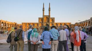 تلاشهای تازه ایران برای جذب سرمایهگذاران و گردشگران خارجی