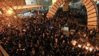 تجمع اعتراضی دانشجویان دانشگاه امیرکبیر در تهران، پس از اعلام اصابت موشک از سوی پدافندهوایی سپاه به هواپیمای اوکراینی.