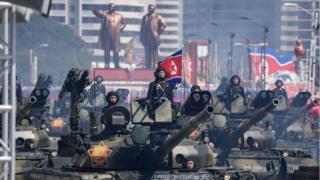 Törenin başrolünde askerler ve askeri tanklar vardı.