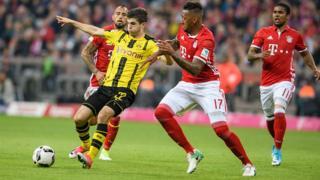 Boateng du Bayern face à Christian Pulisic de Dortmund