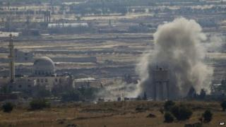 Smoke rises after explosion during fighting between Syrian rebels and government forces in Quneitra province (17 June 2015)