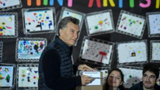 Macri votando