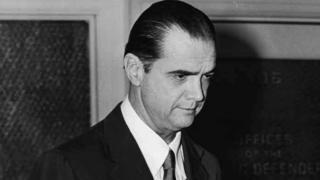 休斯,摄于1952年。到上世纪70年代,这位亿万富翁一直处于隐居状态
