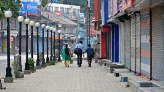 سیاح اگست میں لگنے والے کرفیو کے دوران کشمیر چھوڑ کر جا رہے ہیں