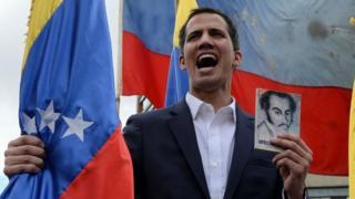 委内瑞拉反派领袖瓜伊多在一场大型示威当中宣布自己成为总统,并受到了美国及多个邻国的承认。