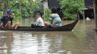 ရေဝင်နစ်မြှုပ်နေတဲ့ တောင်ငူမြို့ အနိမ့်ပိုင်းရပ်ကွက်တချို့