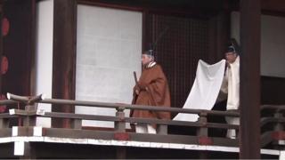 japanski car napustio tron