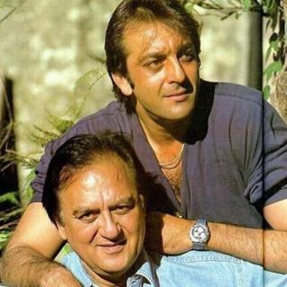 संजय दत्त अपने पिता सुनील के साथ