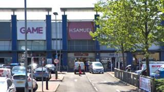 H. Samuel shop at Manchester Fort