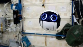 JAXAがISSで実証実験を行っている球形ドローン「Int-Ball」