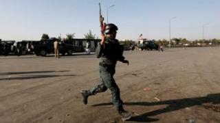 Солдат на улице Кабула