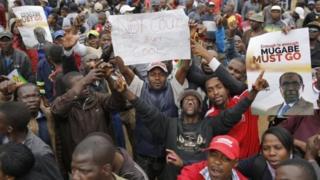 Raia wajitokeza Zimbabwe kumshinikiza Mugabe kung'atuka mamlakani