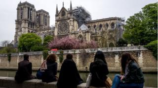 La plus célèbre cathédrale au monde, ravagée par un grave incendie lundi 15 octobre, accueille chaque année plus de 13 millions de visiteurs mais cet engouement n'a pas toujours été au rendez-vous par le passé.