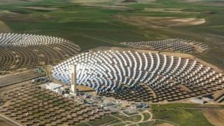 2013年,西班牙塞维利亚,PS10太阳能发电厂。