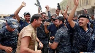 Ciidamada ciraaq oo debaldagaya kadib markii ay gacanta ku dhigeen magaalada Mosul