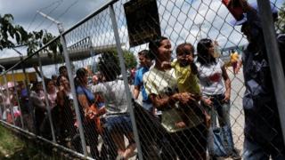 Venezuelanos na fronteira com o Brasil, em Pacaraima, em foto de 2018