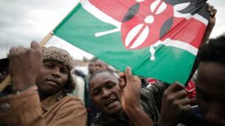 Kenyans dey carry flag for street